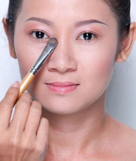 Bước 2: Cách trang điểm cho mũi to