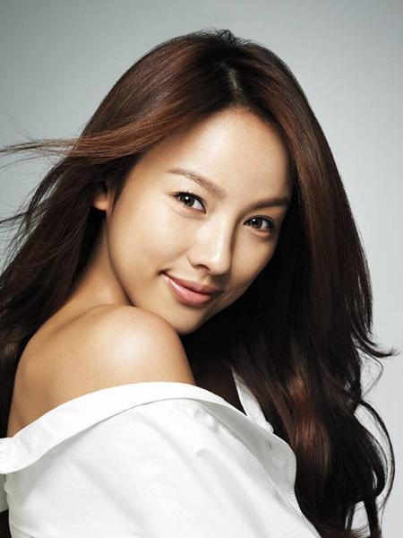 Lee Hyori sở hữu chiếc mũi S-line