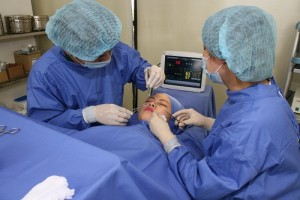 Phẫu thuật cắt cánh mũi giá bao nhiêu? Có biến chứng không?