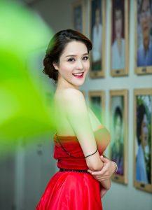 Bí quyết nào khiến hot girl Việt mũi tẹt vẫn xinh mê hồn?