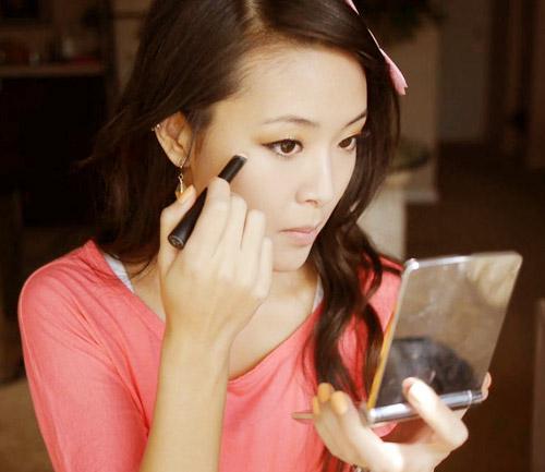 Tìm hiểu: Nâng mũi sau bao lâu thì được rửa mặt, đeo kính, trang điểm? 5